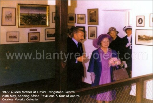 1977-queen-mother-at-livingstone-centre-wm