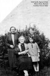 1930 Mary, Sarah & Agnes Slater at Merrys Rows wm