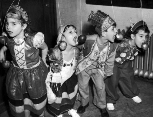 1970s Halloween bobbing