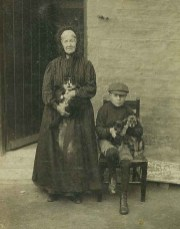 1912 Mary Thomson & Andrew Lindsay (b1903-d1919)