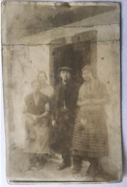 1923 Thomas Family at 294 Main St