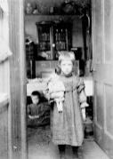 1904 Jessie & Kate Ritchie at School Lane