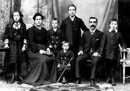 1908 Robert Maxwell Mains & Family (2 Cemetery Rd)