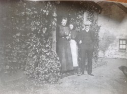 c1900 Archie, Christina and Catherine Brown, Boathouse Farm