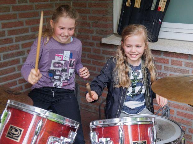 Beim Schnuppertag der Blaskapelle Schapen probierten die Kinder Instrumente nach Herzenslust aus.