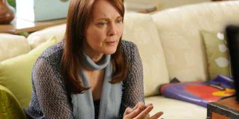Laura Innes guest stars as Emma Jinks, Steve's estranged mom