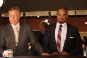 Brad (Damon Wayans Jr.) desperatly tries to get along with Jane's father (Christopher McDonald)