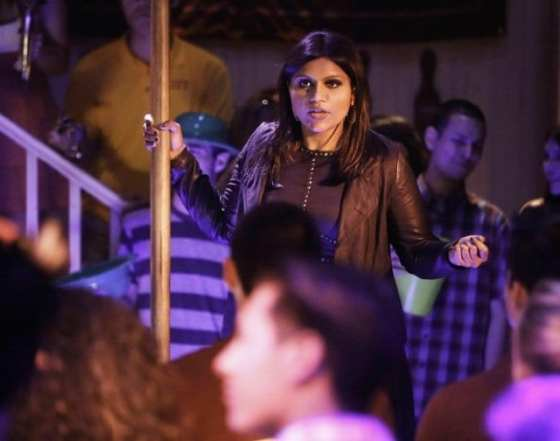 Mindy winds up at a frat party after breaking up with Casey.