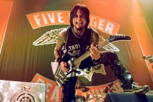 Jason Hook performing with Five Finger Death Punch at the Palacio Vistalegre in Madrid. Media Credit to Víctor Roces