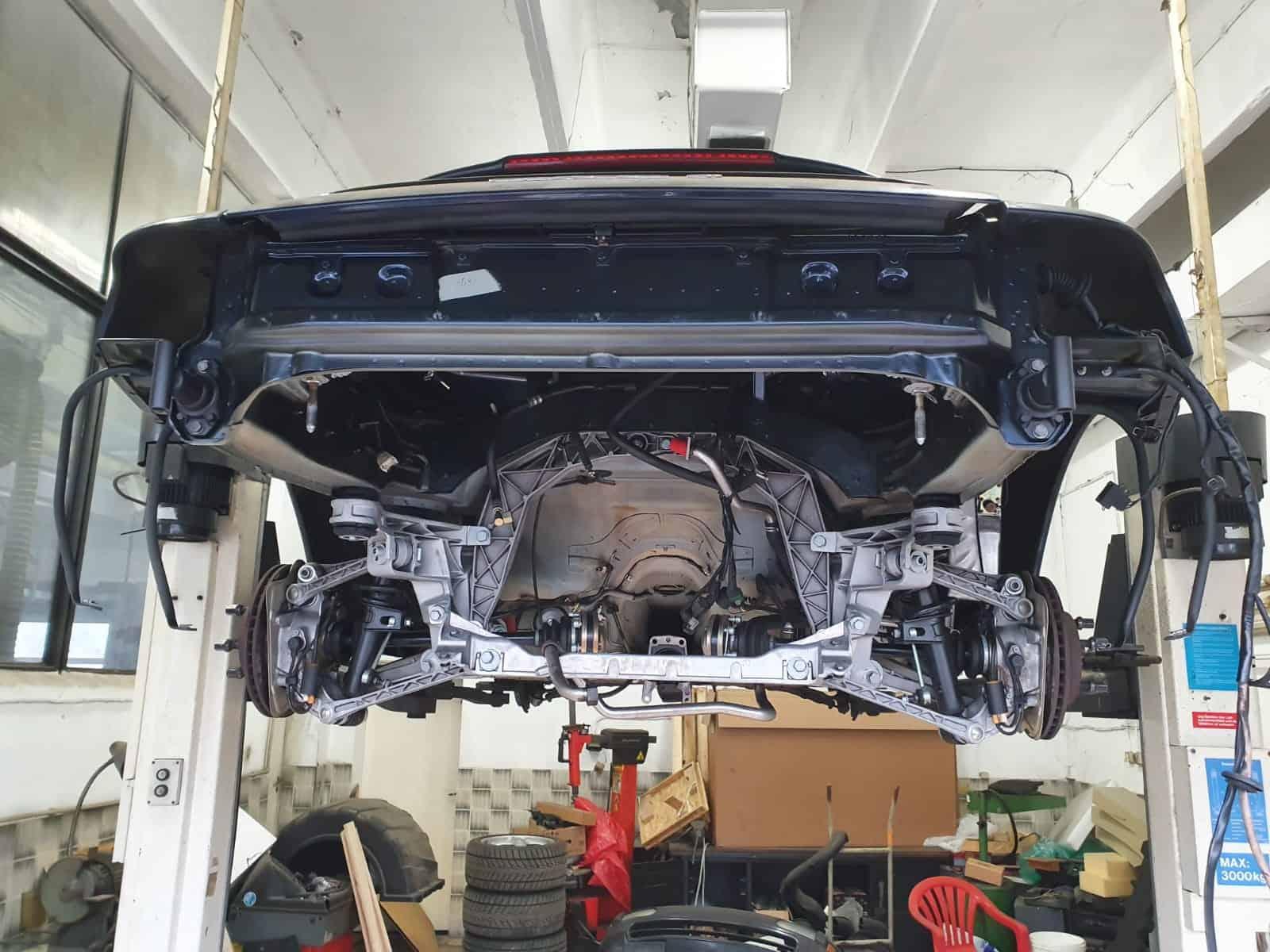 Porsche Carrera 4 в процес на почистване