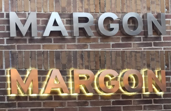 rótulos de letras con luz led en salou tarragona modernos