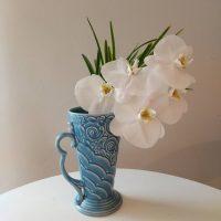 生活に花とヴィンテージの花器を