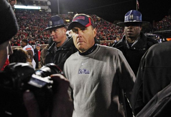 """Atheist Group Claims """"Unconstitutional for College Football Coach to Tweet About God"""""""