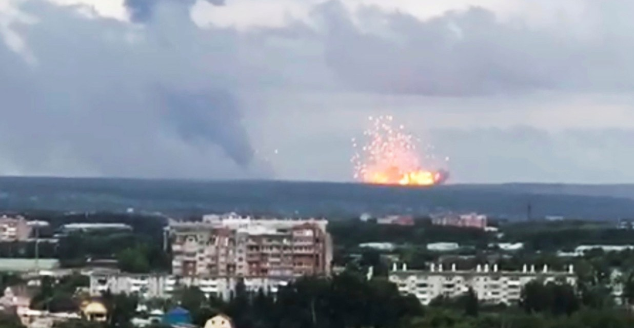 HUGE EXPLOSION IN RUSSIA AT ARMS DEPOT – LOOKS LIKE A NUKE