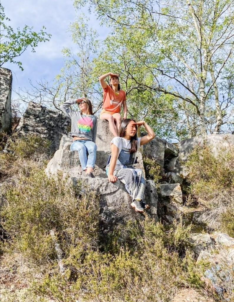 Le Club de la Lucane Agile de Fontainebleau. es 3 fondatrices au soleil en forêt de Fontainebleau. Acteur qui préserve la forêt de Fontainebleau.