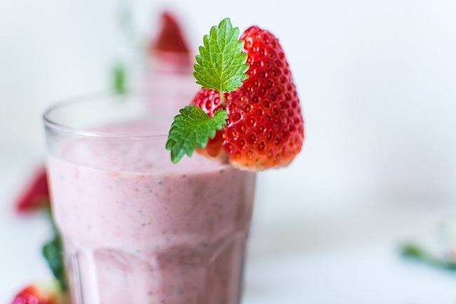 Strawberry cacao smoothie