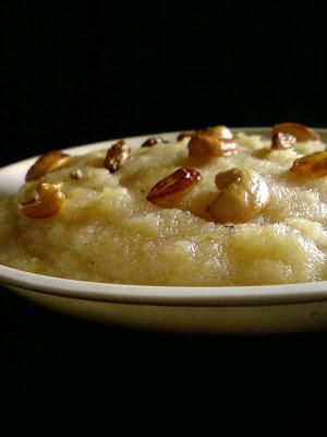 Apple Kesari ~ Apple and Semolina Pudding