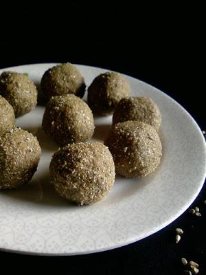 Sajja Sunni ~ Pearl Millet and Jaggery Laddu