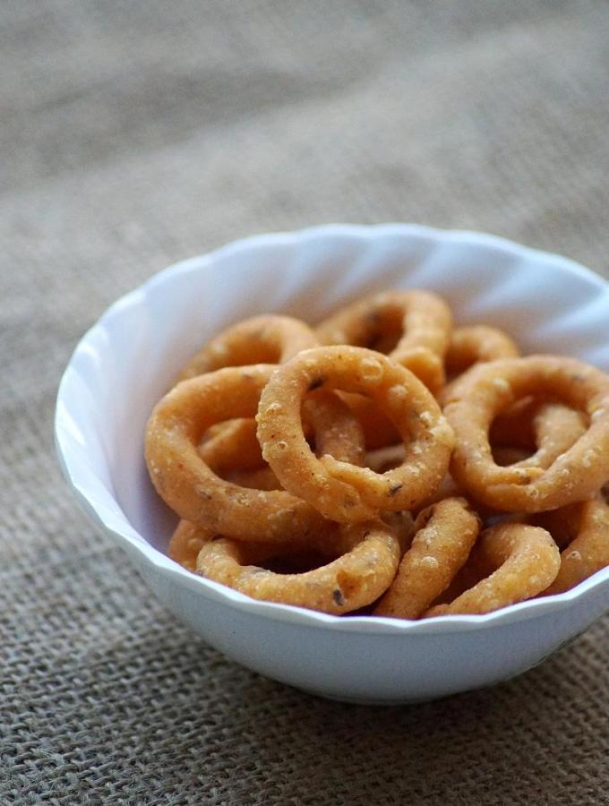 Chegodilu Recipe – A Traditional Andhra Savory Snack – Diwali Snacks Recipes