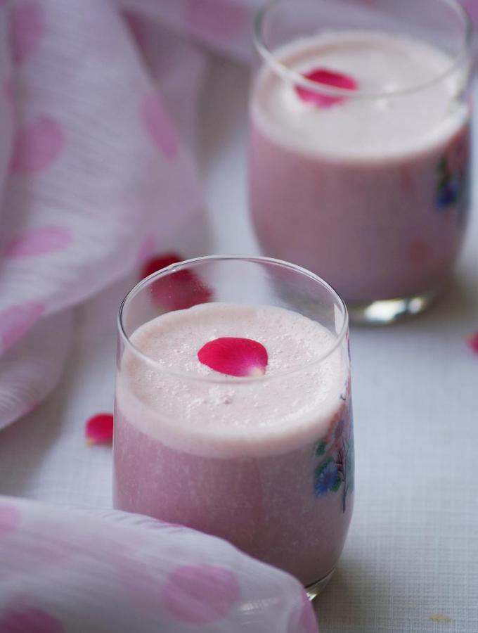 Banana Rose Milkshake Recipe ~ Easy Milkshake Recipes