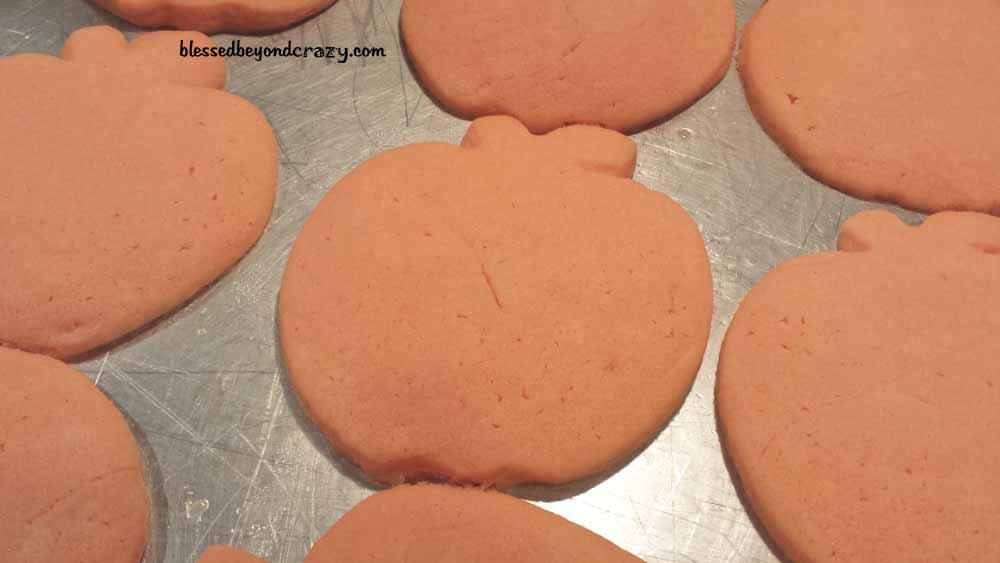 halloween pumpkin sugar cookies5