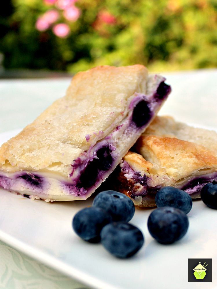 Blueberry-Crescent-Roll-Cheesecake-Bars3