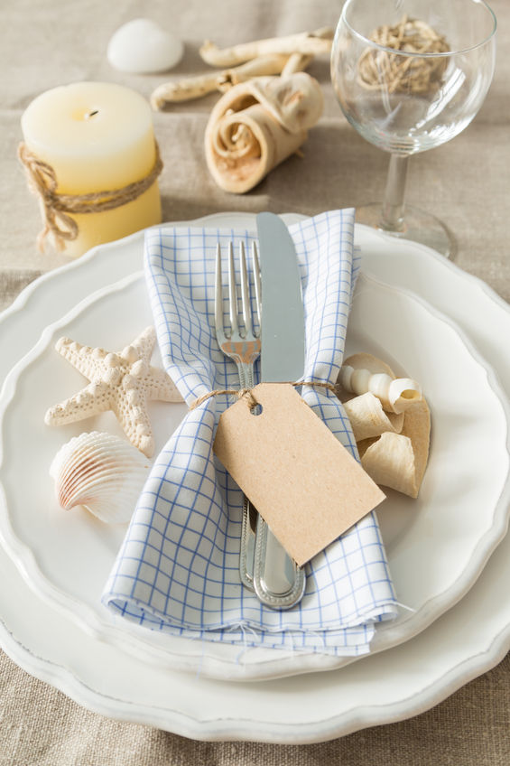 Why Investing In a Set of White Plates Is a Good Idea