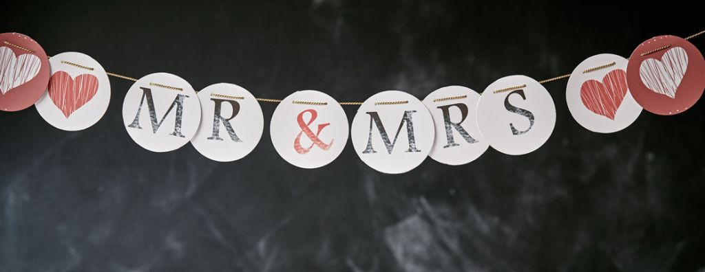 Mr and Mrs romantic DIY wedding banner