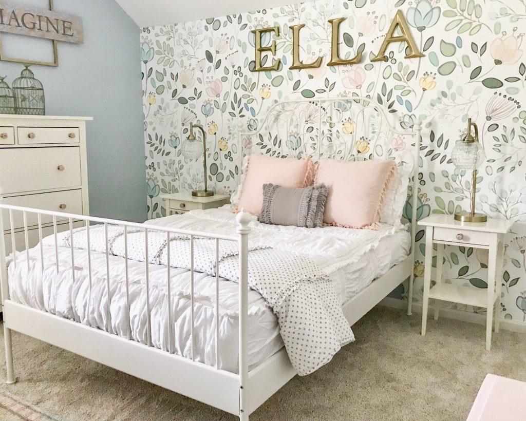 little girl bedroom bed