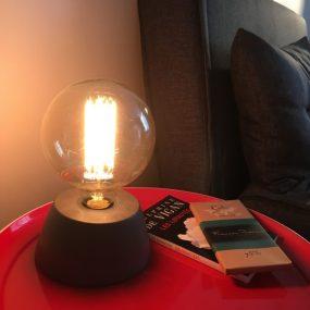 ma lampe en béton (forme dôme et couleur anthracite) de la marque Junny