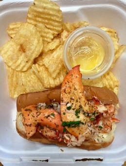 delicious lobster roll at Freshies