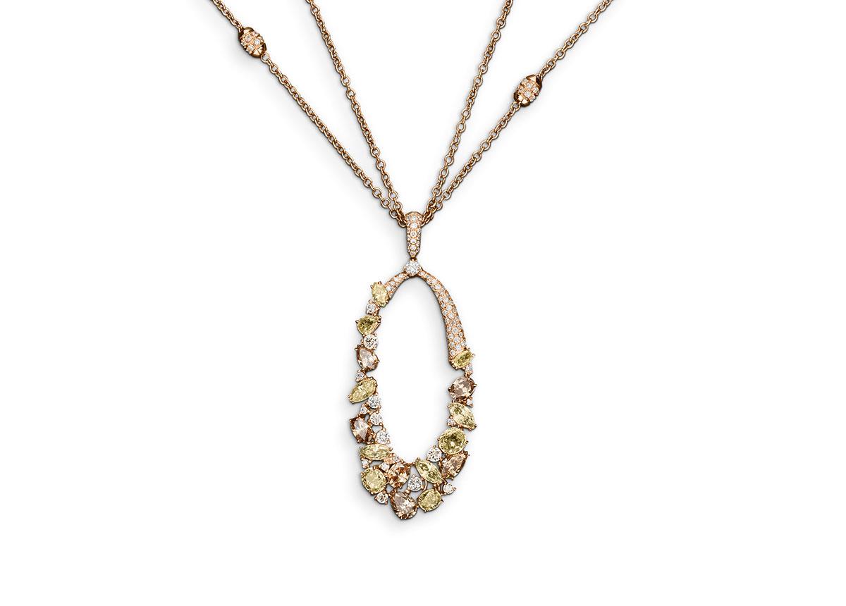 Farbige Diamanten üben einen ganz besonderen Reiz aus wie das Collier von Bucherer zeigt.