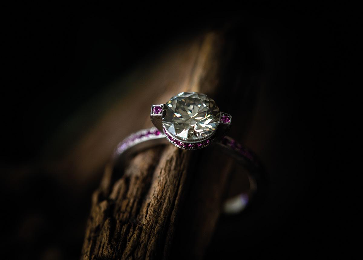 """Der Ring """"Stern"""" von Marion Knorr wurde von Blickpunkt Juwelier als """"Ring des Jahres 2021"""" ausgezeichnet."""