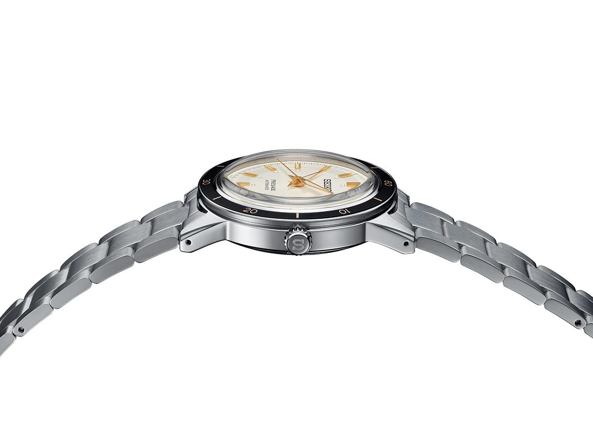 Das abgerundete Gehäuse ist leicht nach innen geneigt, um den Tragekomfort zu erhöhen. Die Bandanstöße sind sorgfältig auf Hochglanz poliert, was den Uhren eine gewisse Schärfe verleiht und die perfekte Balance zwischen Moderne und Vintagelook schafft.
