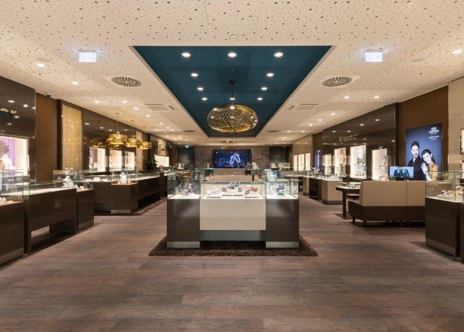 """Der Standort ist ein """"gelernter"""" Juwelier-Standort für die Regensburger Kunden. Zuvor war Juwelier Christ dort vertreten."""
