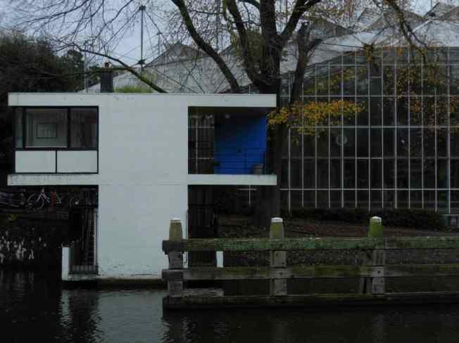 brughuisje-naast-de-hortus
