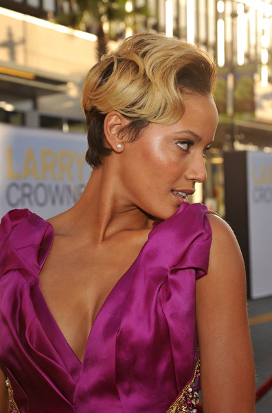 "Selita Ebanks arrives at the ""Larry Crowne"" Los Angeles premiere at Grauman's Chinese Theatre on June 27, 2011 in Hollywood, California.  Getty Images"