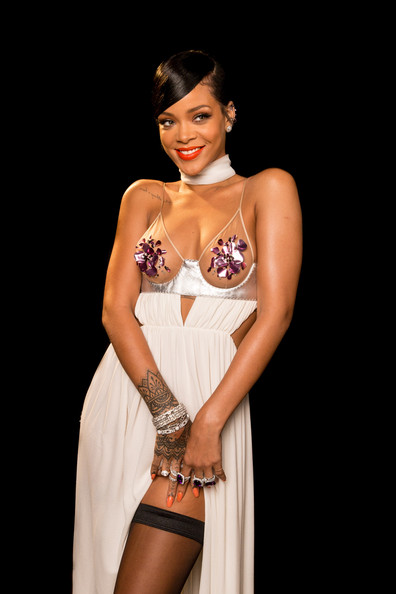 Rihanna+amfAR+Inspiration+Los+Angeles+2014+Xpi5HBfoUJBl