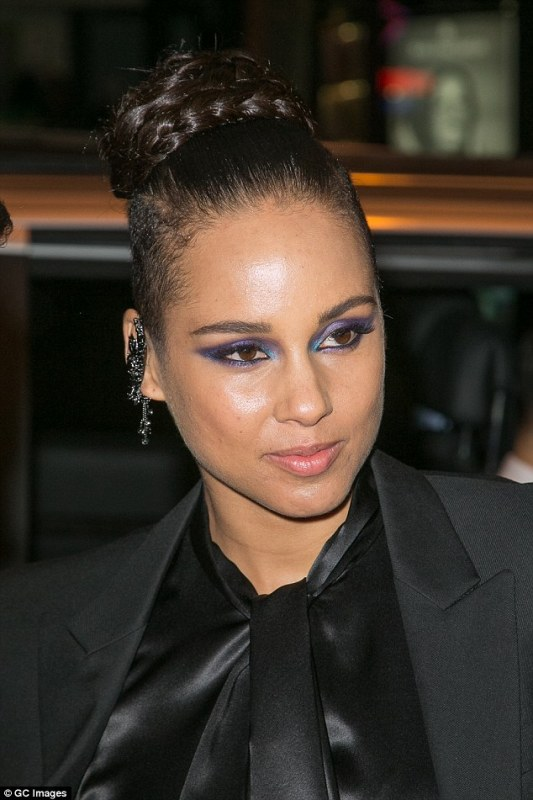 alicia keys smoky blue eye makeup