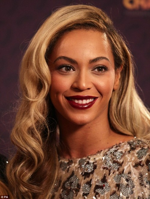 beyonce dark red lipstick