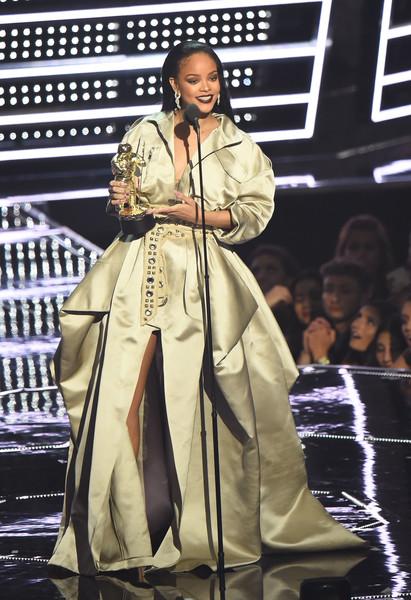 Rihanna+2016+MTV+Video+Music+Awards+Show+1NjHAQ0-Dldl