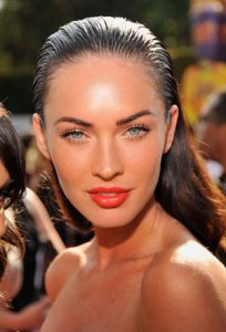 Megan Fox with Bright Lip Summer Trend Makeup