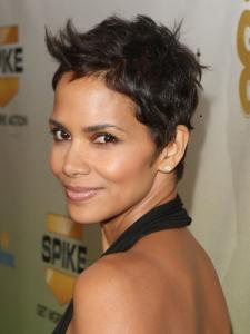 halle_berry_new_short_pixie_haircut2591