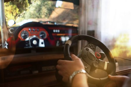 man learns how to drive the car on the virtual driving auto simulator