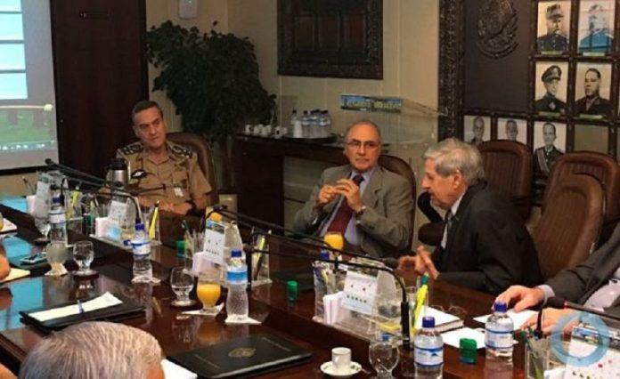 O general Villas Boas (esq.) reuniu, entre outros, os generais Alberto Cardoso e Augusto Heleno