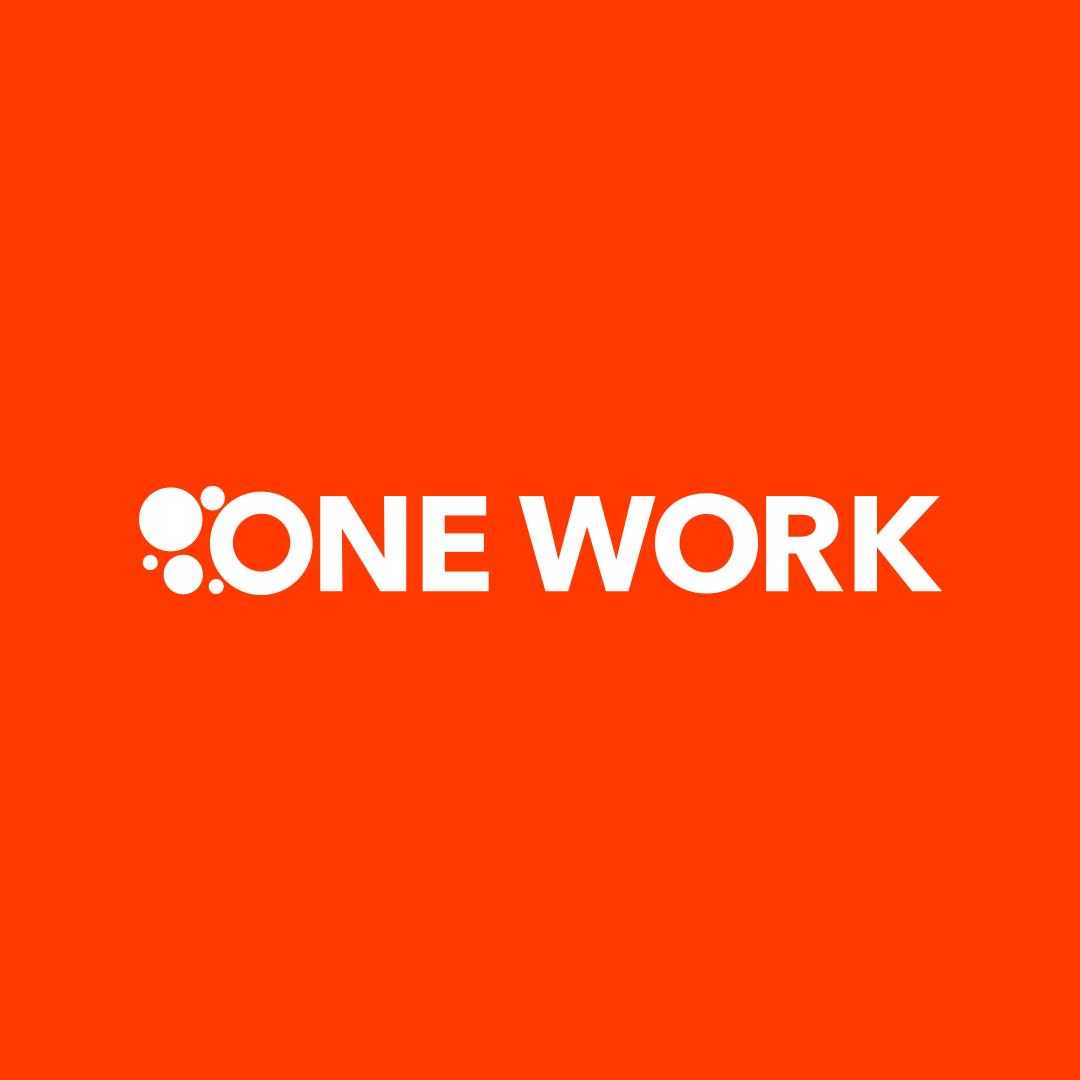 Logo One Work auf orangem Grund