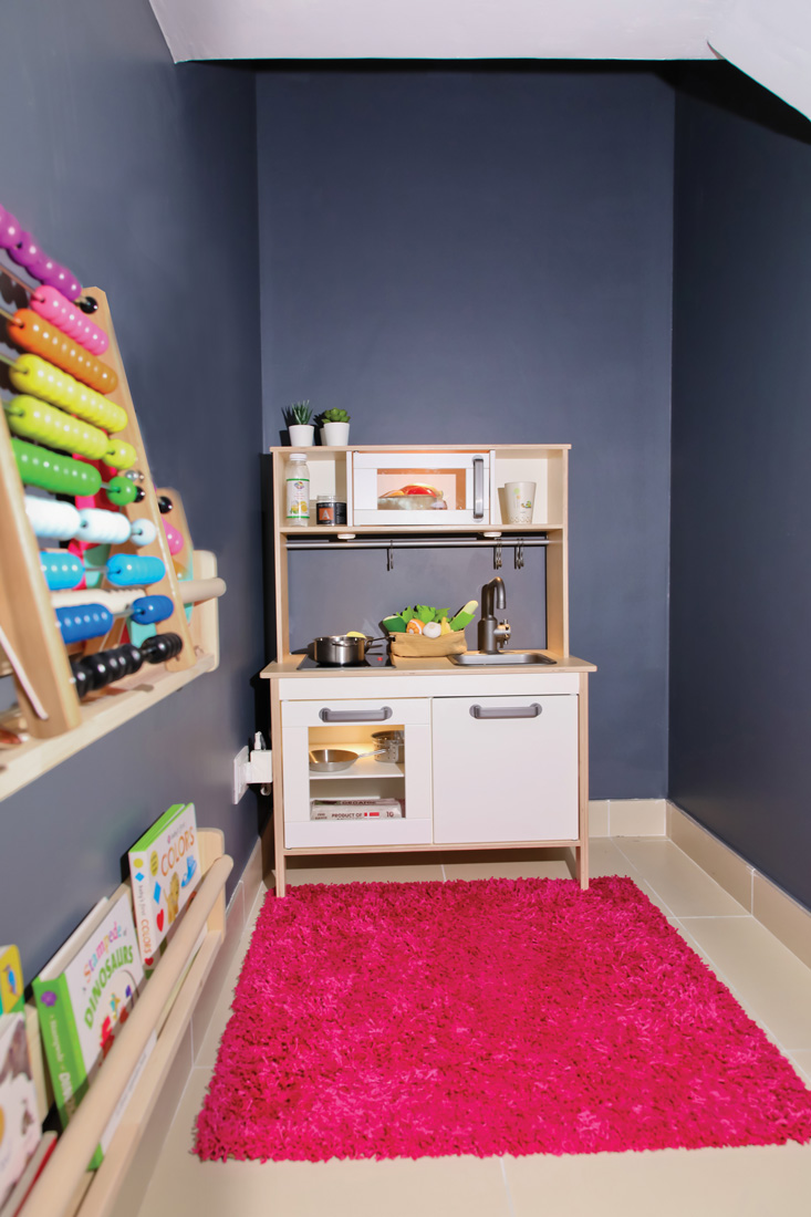 Room with a desk and toys for kids