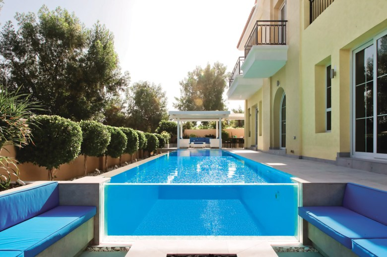 Contemporary Swimming pool in Jumeirah Golf Estates