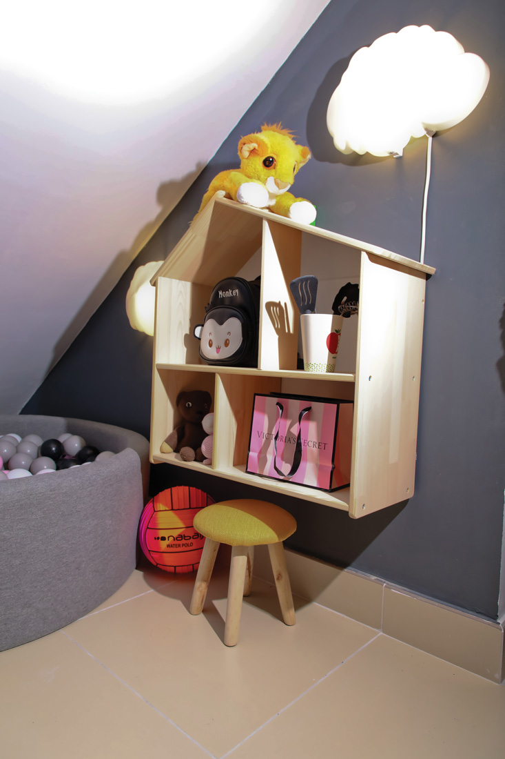 Toy shelf which looks like a house