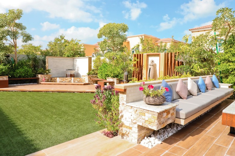 Furnished garden with an outdoor sitting area and a fountain